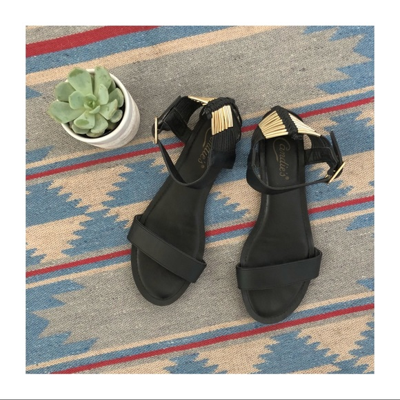 Candie's Shoes - EUC | Candies | Black & Gold Summer Sandal